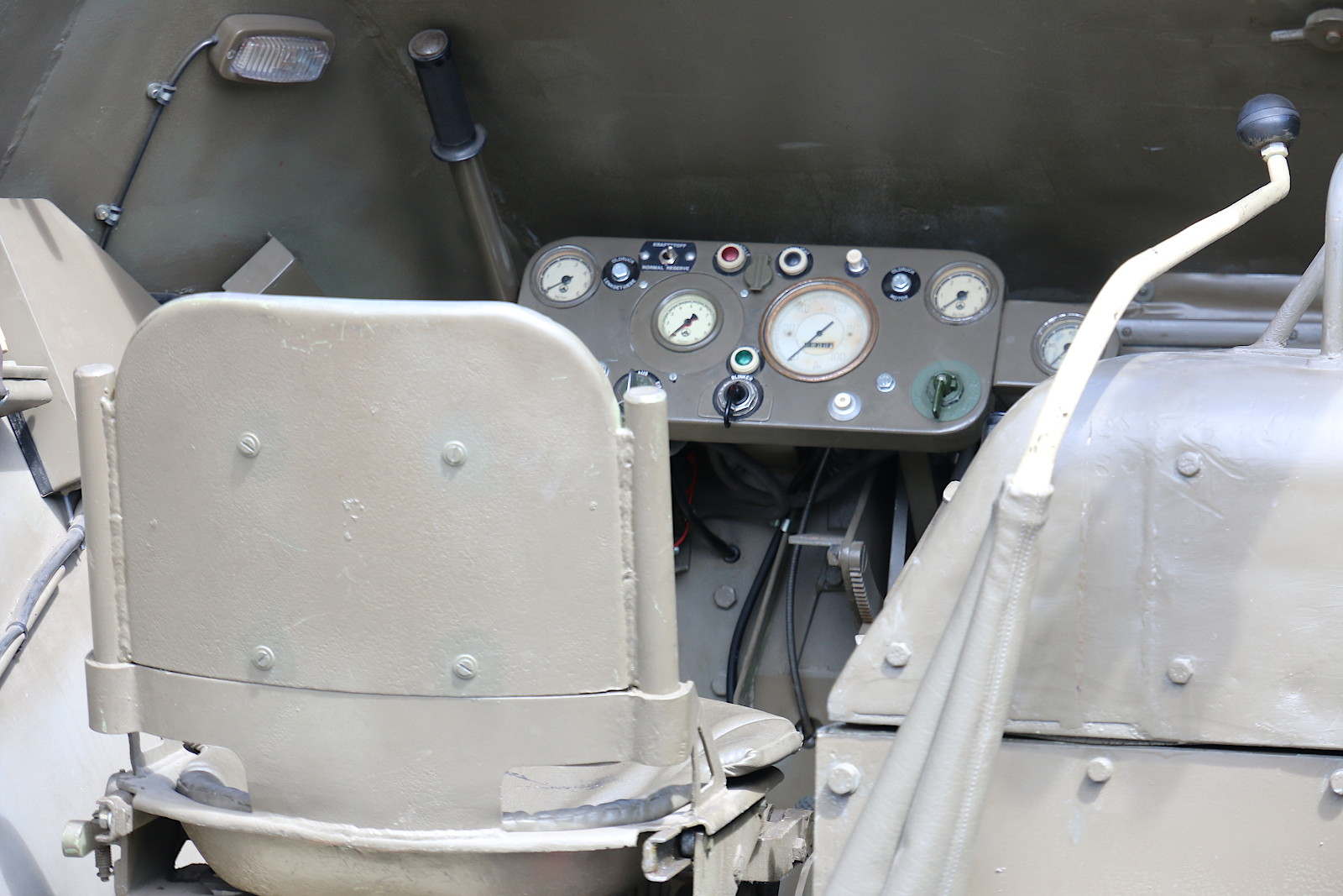 """""""Cockpit"""" des Saurer Prototyps 4K3H © Doppeladler.com"""