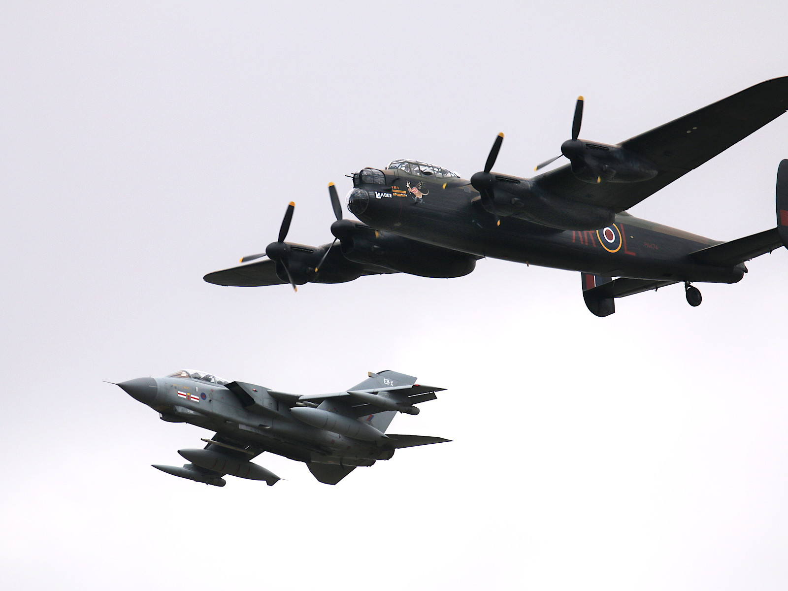 Lancaster-Bomber und Tornado GR.4 der Dambusters © Doppeladler.com