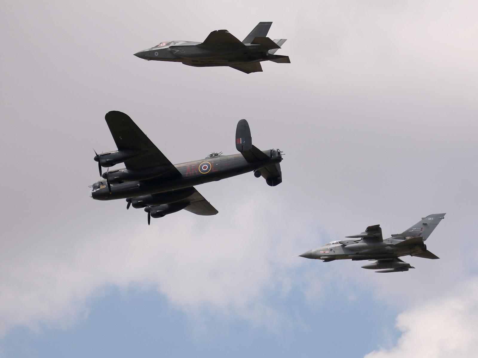 "617 Squadron ""Dambusters"" Tribute: F-35B, Tornado, Lancaster-Bomber © Doppeladler.com"