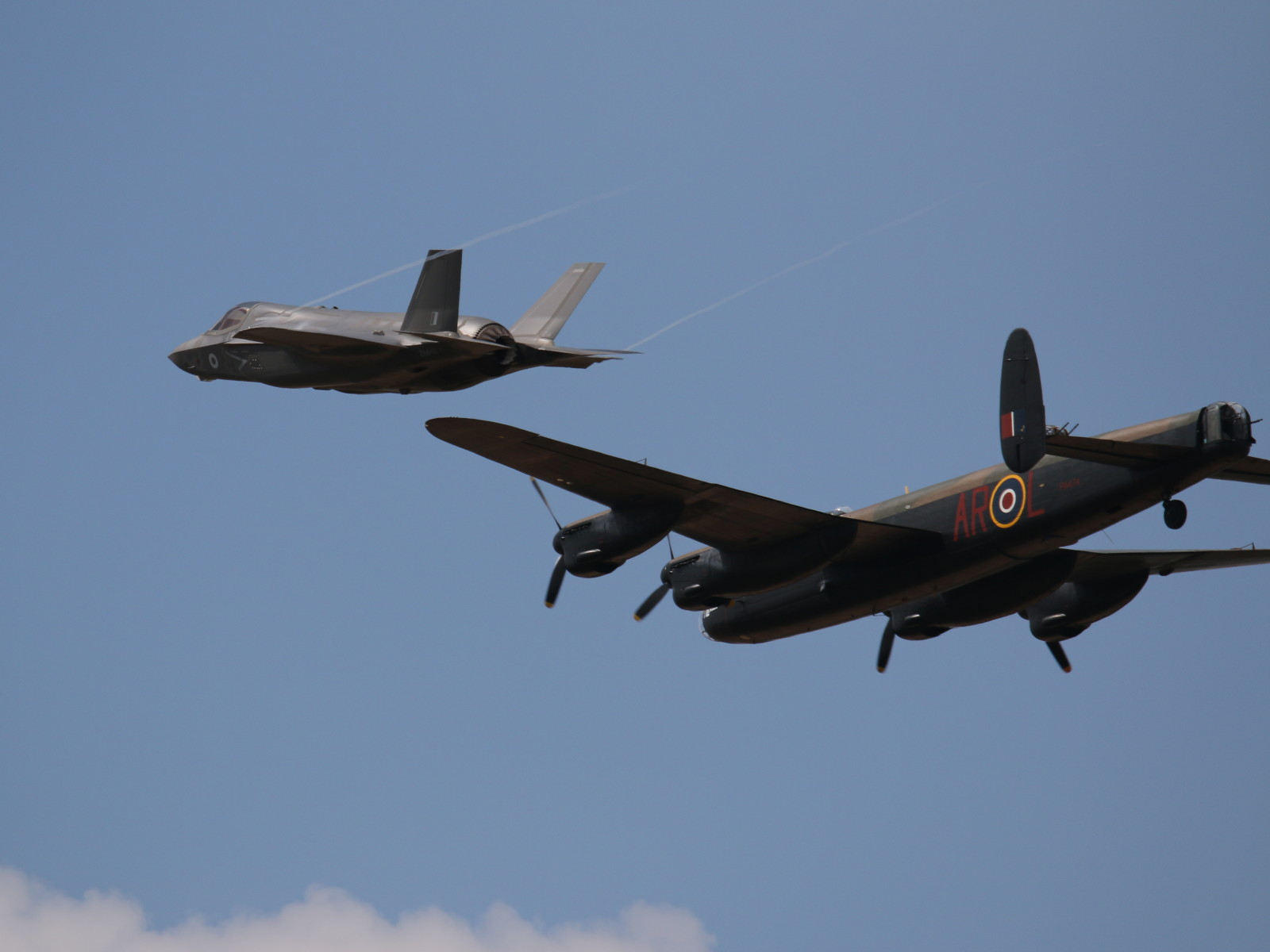 Dambusters: Lockheed Martin F-35B Lightning II und Lancaster-Bomber © Doppeladler.com