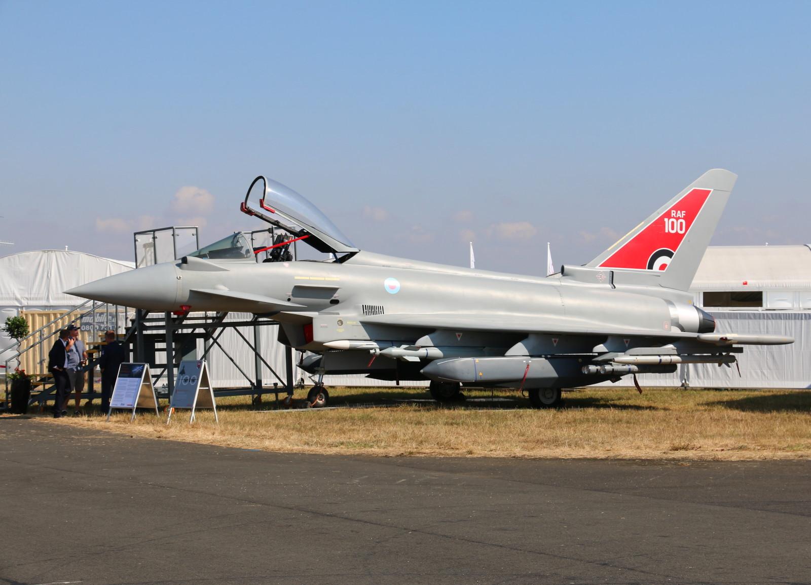 Eurofighter Typhoon Mockup mit Storm Shadow Marschflugkörper und Brimstone Panzerabwehrlenkwaffen © Doppeladler.com