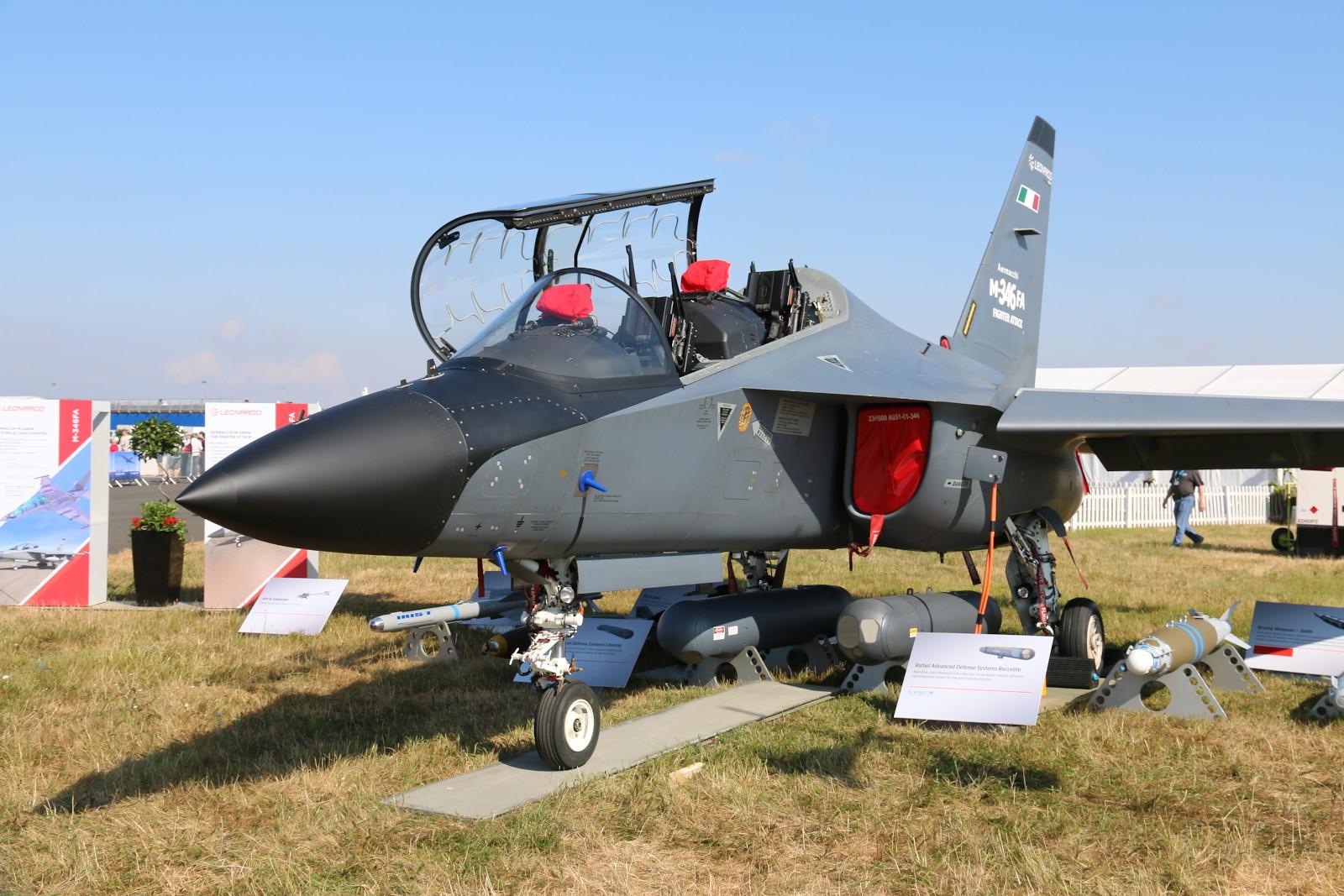 Leonardo M-346 Master X-AJT, ausgerüstet als M-346 FA Demonstrator (Fighter Attack). Die M-346 gilt als Wunschkandidat für die Saab 105 Nachfolge © Doppeladler.com