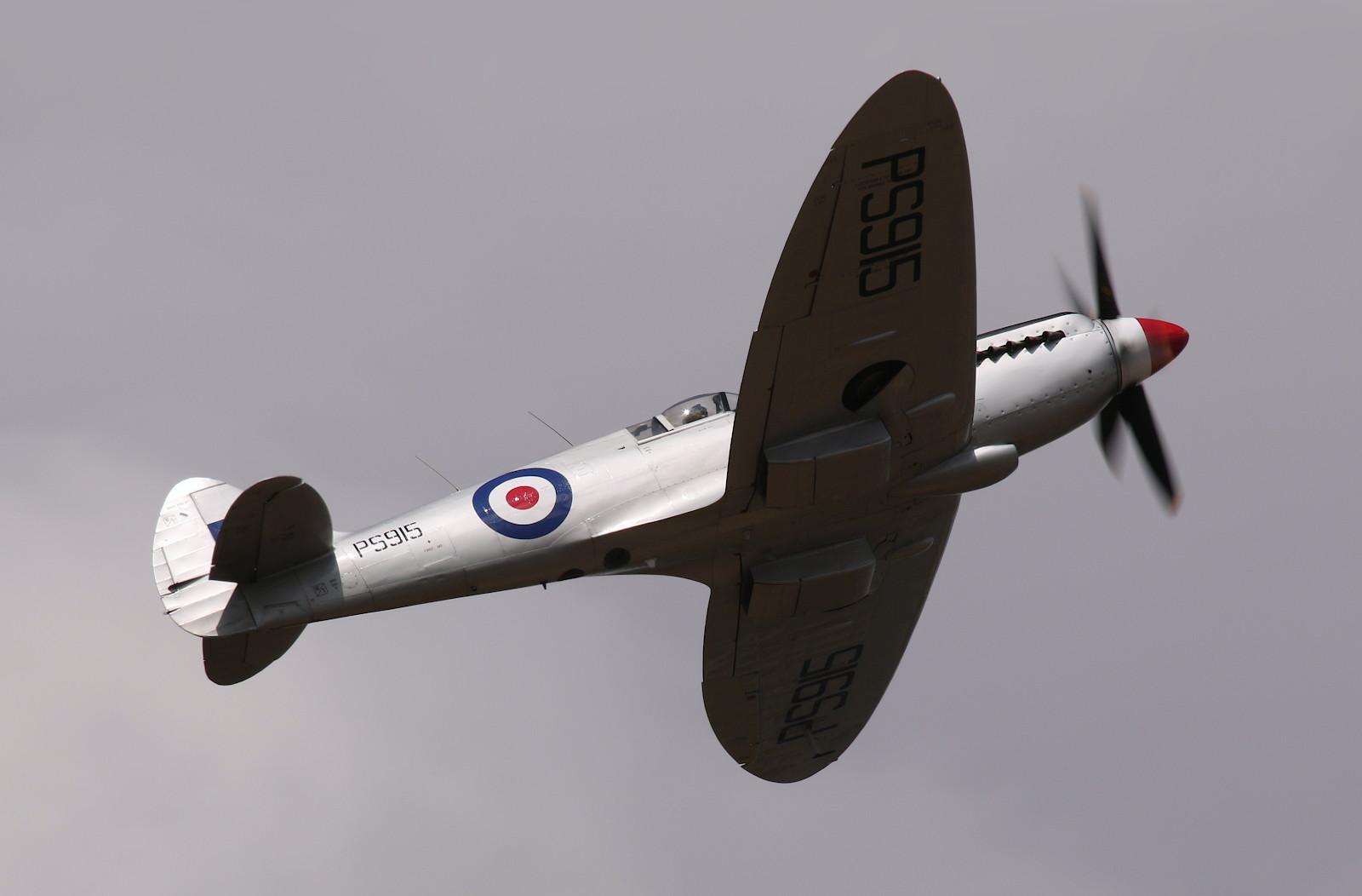 Supermarine Spitfire PR.XIX - PS915 © Doppeladler.com