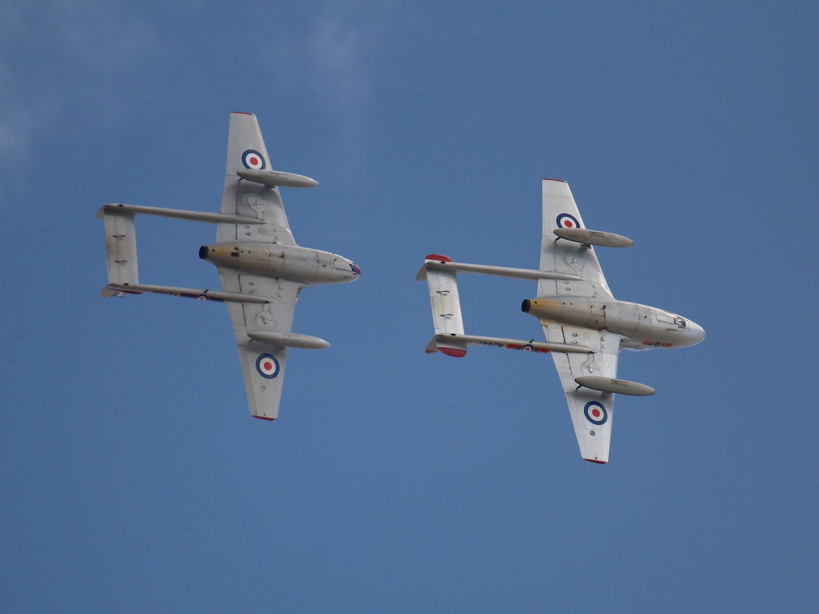 De Havilland Vampire T.55 LN-DHZ / WZ447 und Vampire FB-52 LN-DHY / VZ305/N © Doppeladler.com