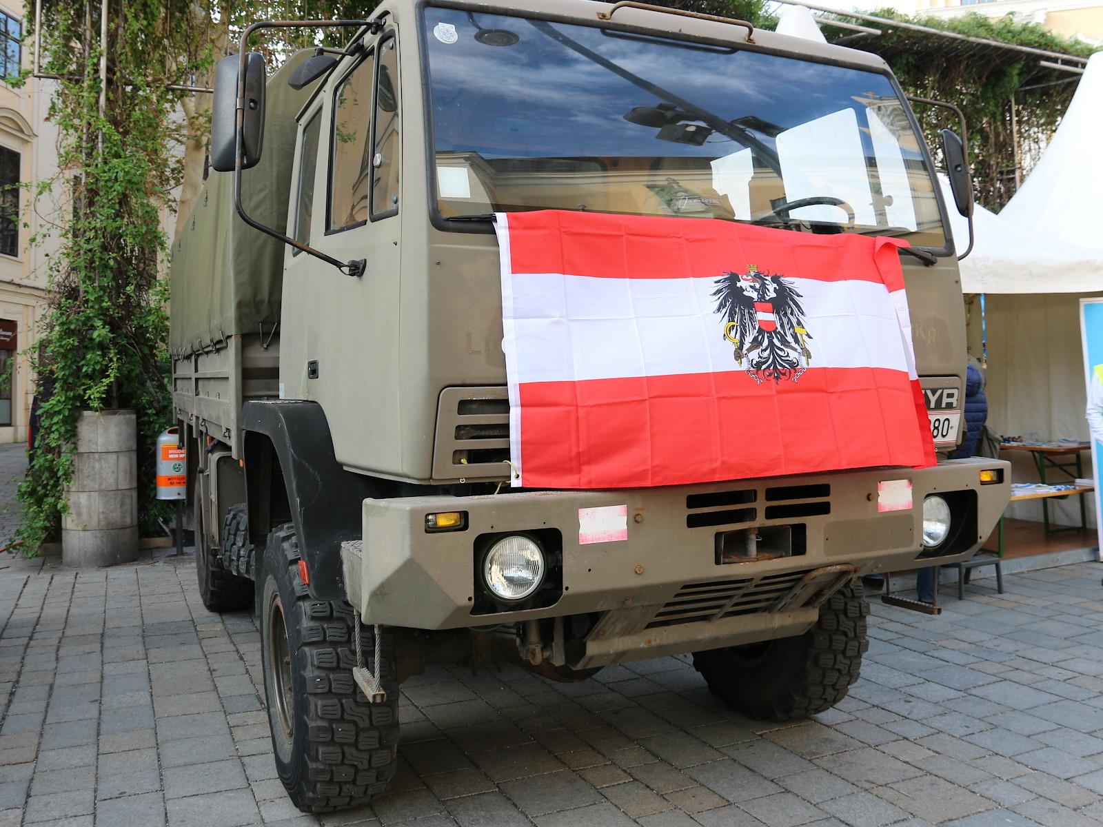 Ein patriotischer Steyr 12M18 © Doppeladler.com