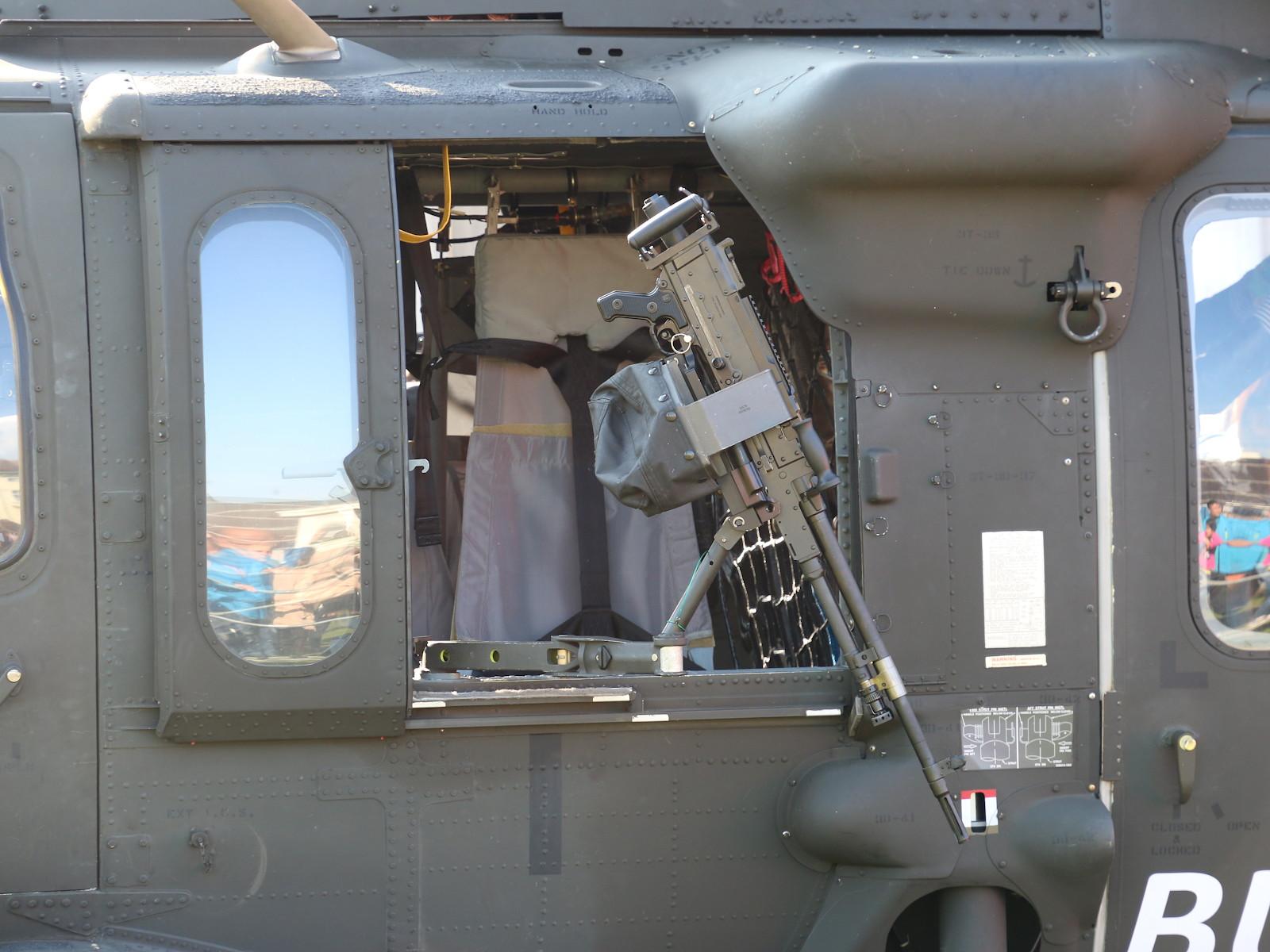 7,62 mm Maschinengewehr FN MAG 58 D für den Selbstschutz des Black Hawks © Doppeladler.com