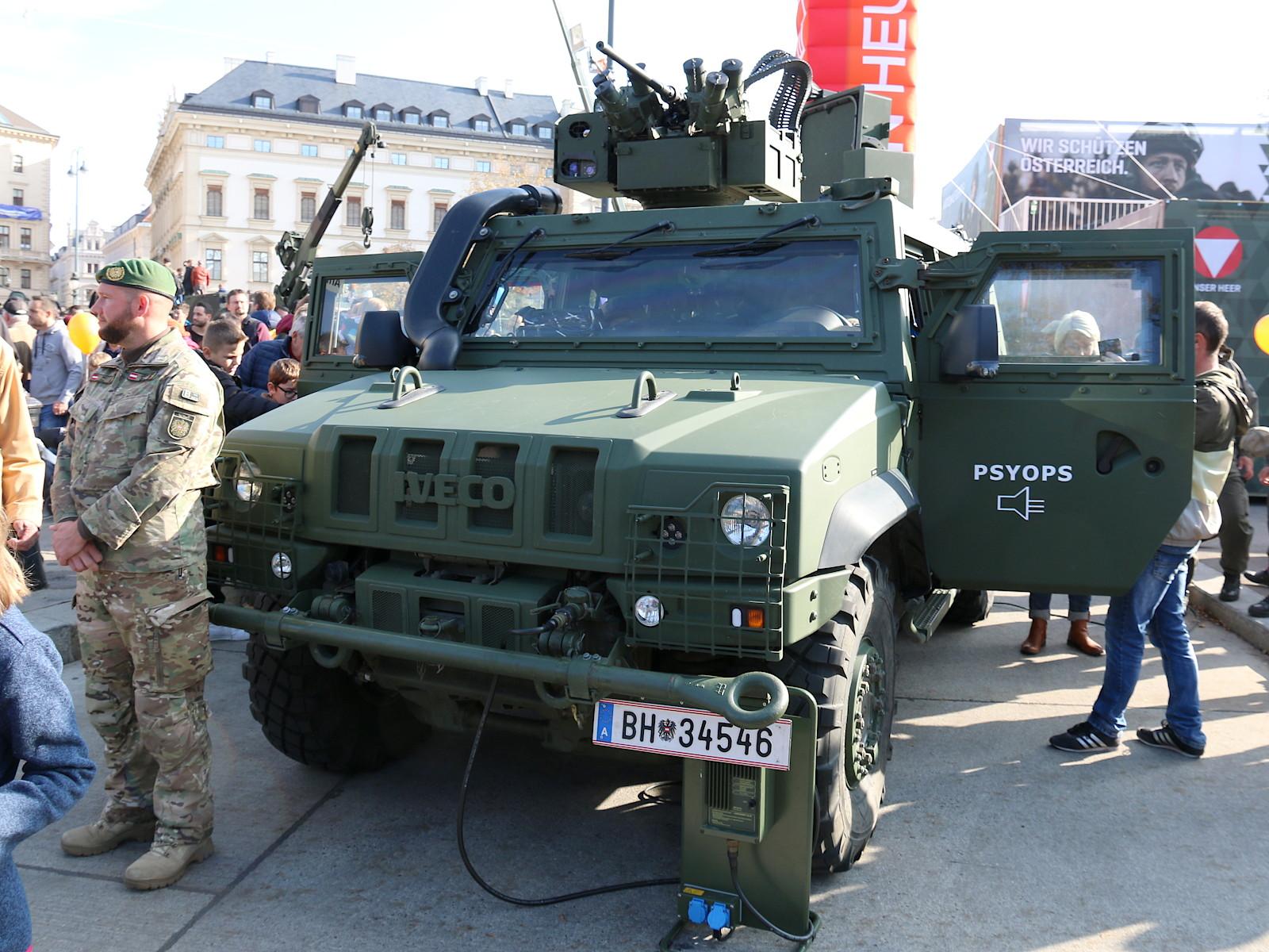GMF Husar PSYOPS mit einem fernsteuerbaren 146 dB Lautsprechersystem © Doppeladler.com