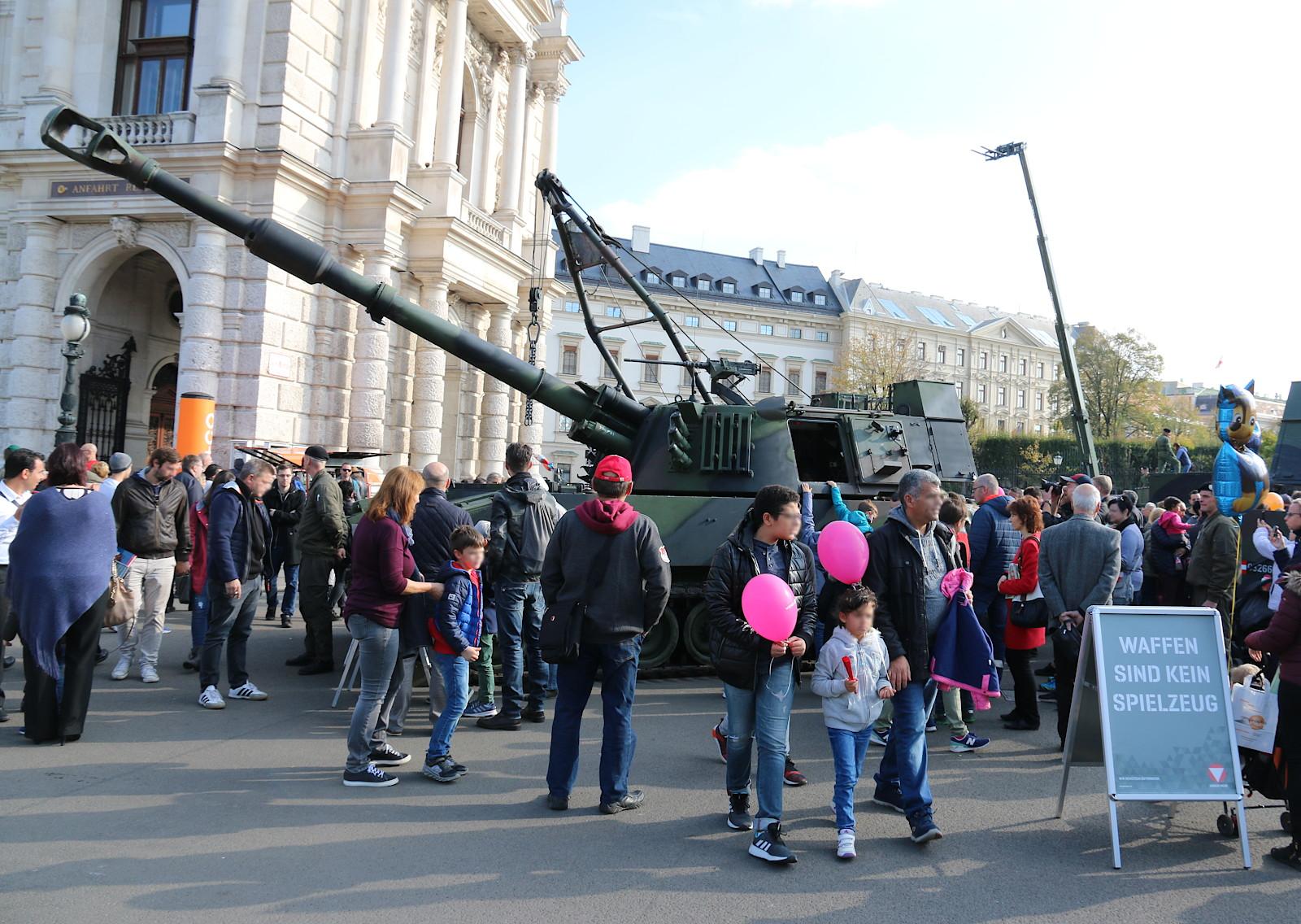 Waffen sind kein Spielzeug - schon gar nicht die 155 mm Panzerhaubitze M109 A5Ö © Doppeladler.com