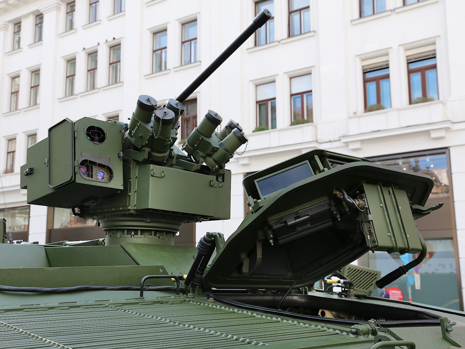 Fahrerluke und Waffenstation WS4 Panther des Pandur Evo © Doppeladler.com