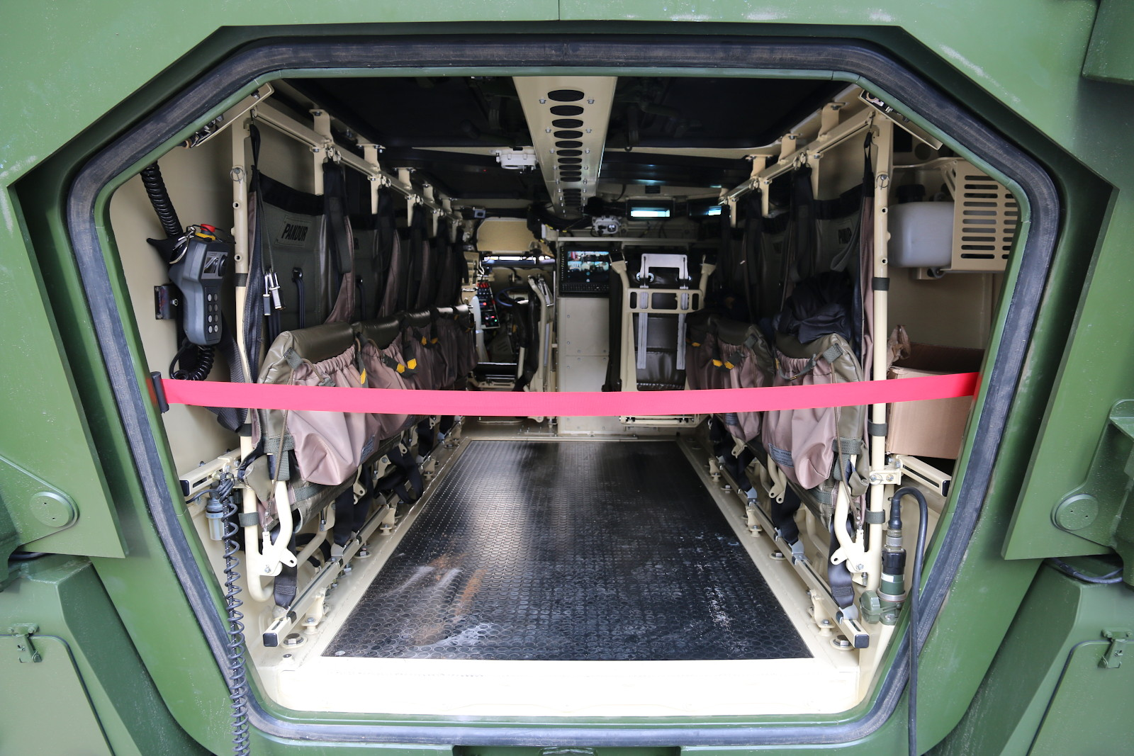 Pandur Evo - größerer Innenraum für 3+8 Personen © Doppeladler.com