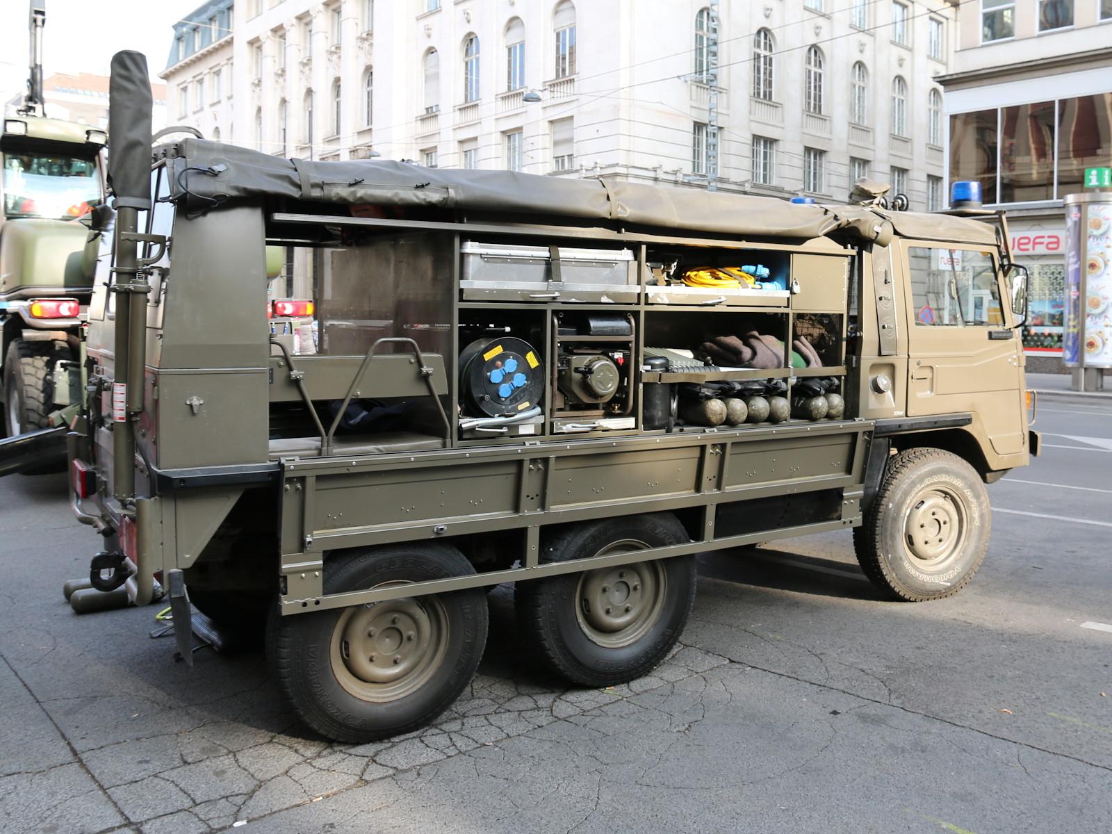 Rette- und Bergefahrzeug Pinzgauer 712 RuB © Doppeladler.com