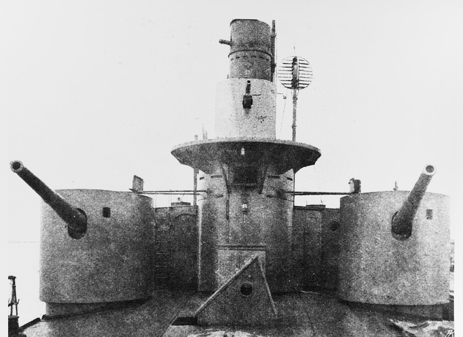 12 cm Geschütze und Brücke © Archiv