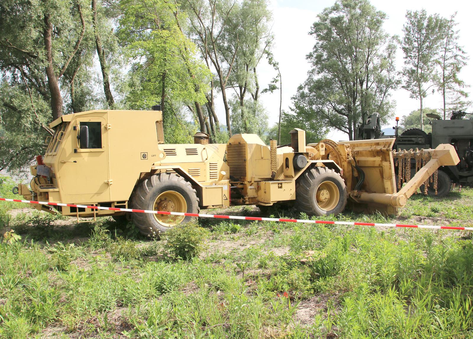 Hydrema Minenräumgerät 910 MCV-2. Beim der US Army ist das dänische Fahrzeug als M1271 Medium Flail Clearing Vehicle eingeführt © Doppeladler.com