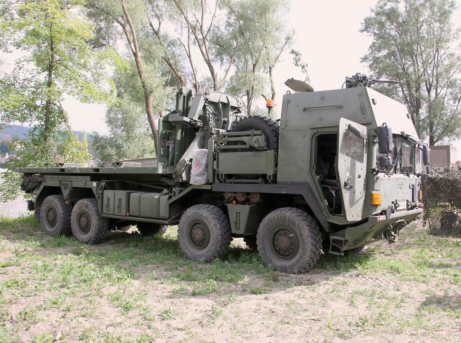 Gehärteter Hakenlast-LKW MAN 38.440 8x8 ÖBH © Doppeladler.com
