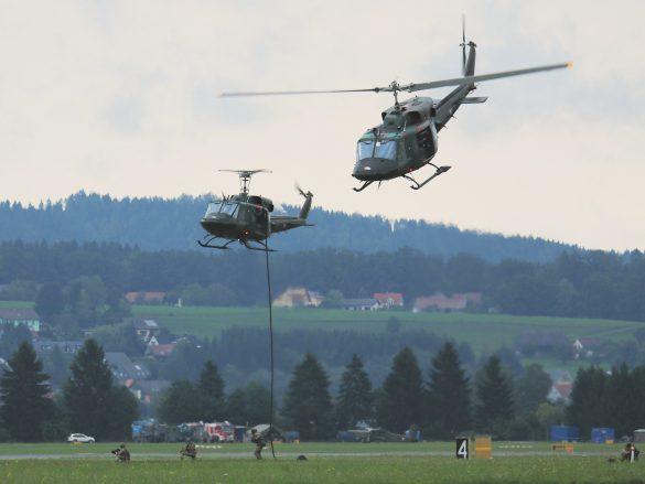Agusta Bell AB212 setzen Jagdkommando-Kräfte ab © Doppeladler.com