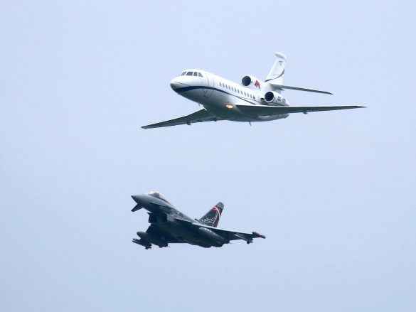 Eurofighter Typhoon fängt Dassault Aviation Falcon 900EX ab © Doppeladler.com
