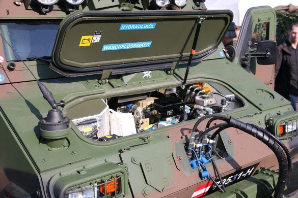 Motorraum des BvS10 AUT Hägglunds © Doppeladler.com