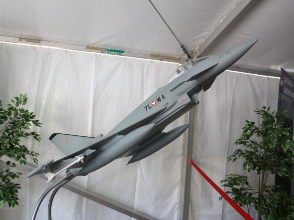 Einziger Flieger am Heldenplatz war dieses Eurofighter Typhoon Modell. Sidewinder-Raketen waren in Österreich bei diesem Typ nicht vorgesehen © Doppeladler.com