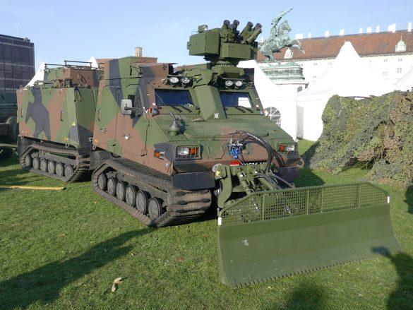 Das geschützte Universalgeländefahrzeug BvS10 AUT Hägglunds entspricht dem Typ BvS10 Mk IIB Viking von BAE Systems Hägglunds © Doppeladler.com