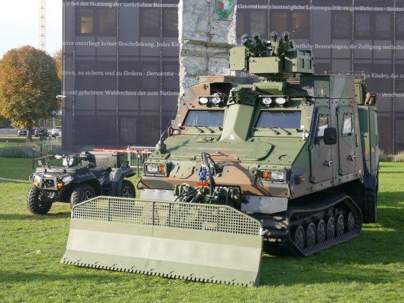 Das geschützte Universalgeländefahrzeug BvS10 AUT Hägglunds © Doppeladler.com