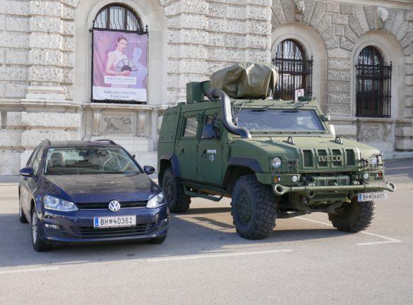 GMF HUSAR der PSYOPS Truppe - Größenvergleich mit VW Golf © Doppeladler.com
