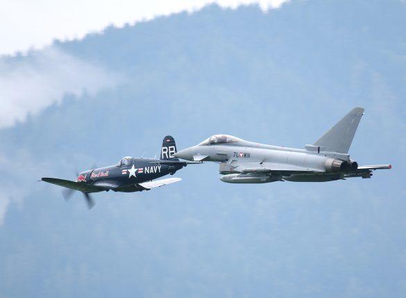 Eurofighter Typhoon '7L-WN' und Chance Vought F4U-4 Corsair 'OE-EAS' © Doppeladler.com