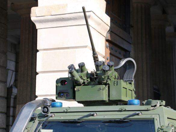 Elektrisch fernbedienbare Waffenstation WS4 Panther der ESL Advanced Information Technology GmbH mit 12,7 mm üsMG © Doppeladler.com