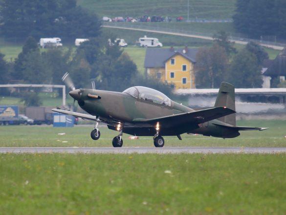 Pilatus PC-7 Turbo Trainer '3H-FJ' © Doppeladler.com