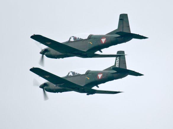 Pilatus PC-7 Turbo Trainer Rotte mit '3H-FA' und '3H-FB' © Doppeladler.com