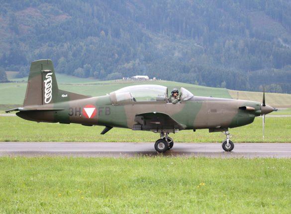 Pilatus PC-7 Turbo Trainer '3H-FB' © Doppeladler.com