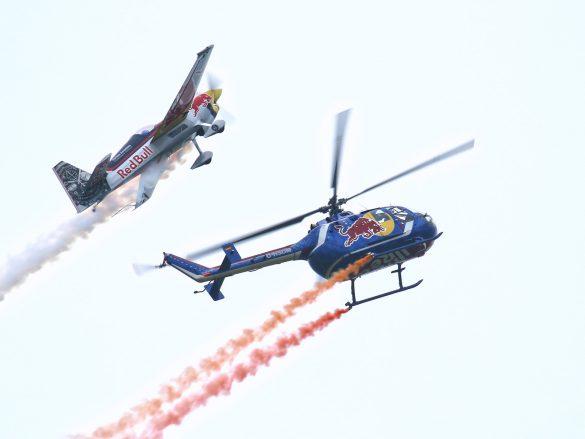 Zivko Edge 540 und MBB Bo105C 'D-HSDM' der Flying Bulls © Doppeladler.com