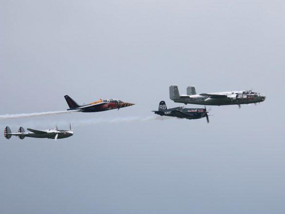 4er-Formation der Flying Bulls © Doppeladler.com