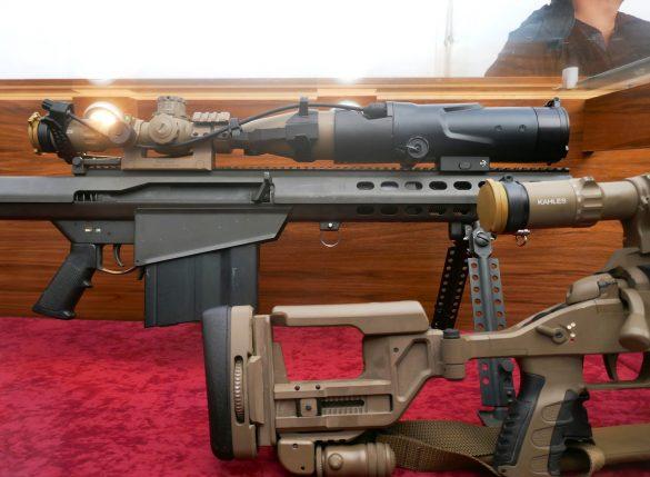 12,7 mm schweres Scharfschützengewehr Barrett M82A1 mit Kahles K624i Zielfernrohr und Restlichtnachtsicht-Vorsatzgerät (RLN-VG) Safran Vectronix NiteSpotMR © Doppeladler.com