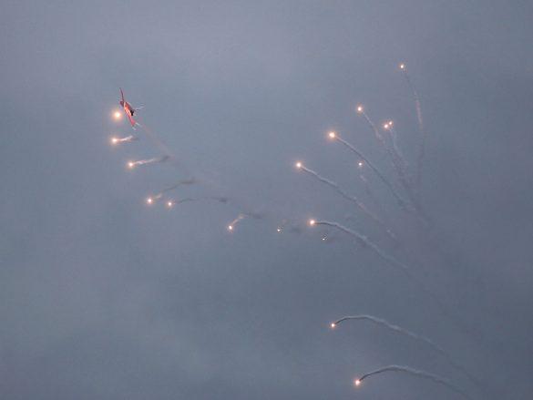 Patrouille Suisse beim Ausstoß von Flares © Doppeladler.com