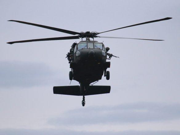 Ein Sikorsky S-70A-42 Black Hawk hielt sich für MEDEVAC Einsätze in der Nähe auf © Doppeladler.com