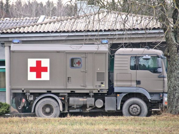 MAN 12.240 4x4 BL mit Wechselaufbau für Patiententransport © Doppeladler.com