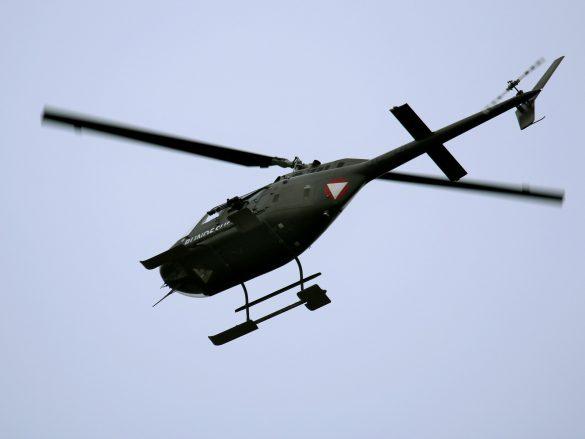 Zwei Bell OH-58B Kiowa sichern die Landezone aus der Luft © Doppeladler.com