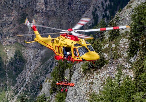 AW169 bei einer Windenbergung im Gebirge © Leonardo