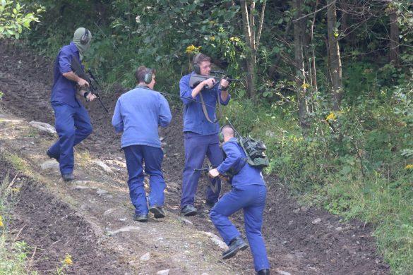 Die Extremisten ziehen sich zu ihrem Ausbildungslager zurück © Doppeladler.com