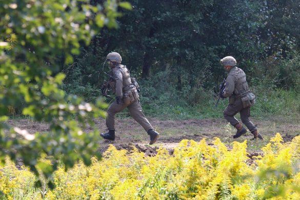 Die Grenadiere rücken nach - nun ist der Weg zum Lager der Extremisten frei © Doppeladler.com
