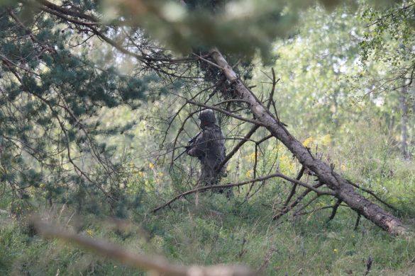 Im Waldstück sitzen die Grenadiere ab und nehmen den Kampf auf © Doppeladler.com