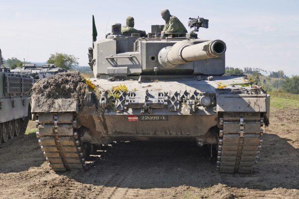 Der Kampfpanzer Leopard 2A4 ist mit einer 120 mm Panzerkanone bewaffnet © Doppeladler.com
