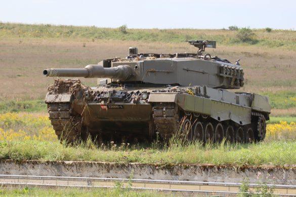 Kampfpanzer Leopard 2A4 gibt des Panzergrenadieren Rückendeckung © Doppeladler.com