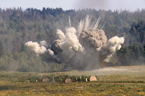 Einschlag einer 155 mm Granate einer Panzerhaubitze © Doppeladler.com