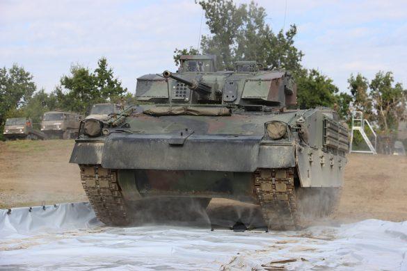 Dekontamination eines Schützenpanzers Ulan © Doppeladler.com
