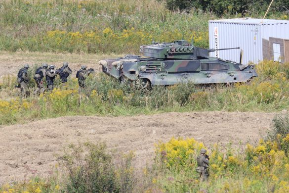 Das Zugriffsteam dingt in das Lager der Extremisten ein © Doppeladler.com