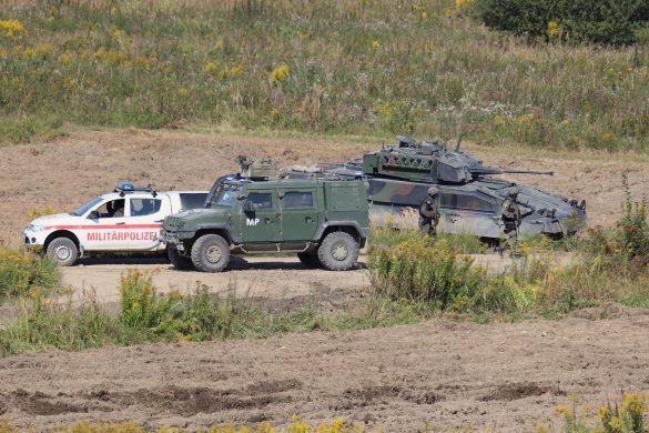Fahrzeuge der Militärpolizei rücken nach © Doppeladler.com