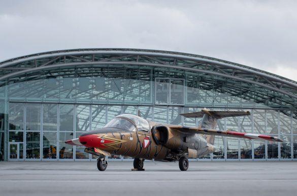 'Golden Tiger' vor dem Hangar 7 am Flughafen Salzburg © Bundesheer